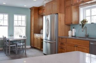 5 Top Wall Colors For Kitchens With Oak Cabinets | Kitchen wall .