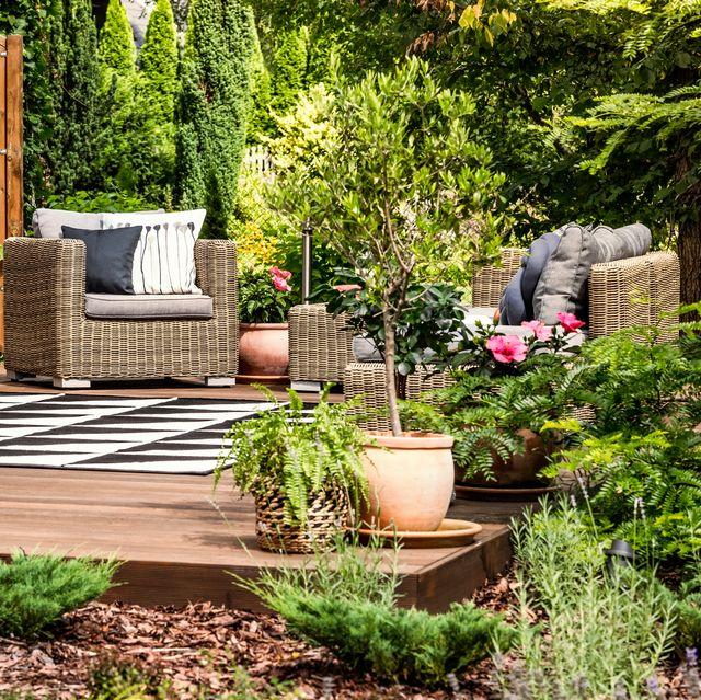 12 DIY Floating Deck Ideas - Backyard Decorating Ide