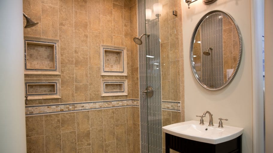 Pros and Cons of Decorative Bathroom Mirrors | Angie's Li