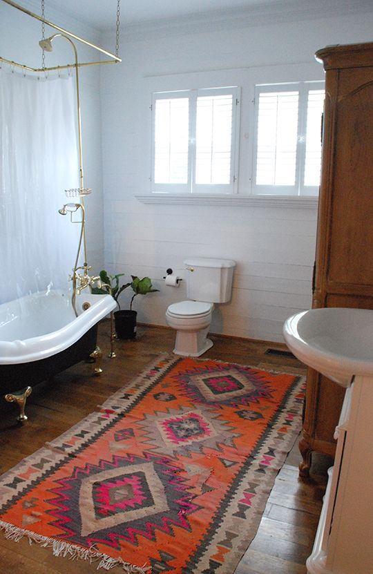 kilim rug black clawfoot tub large bathroom | Home, Interior .