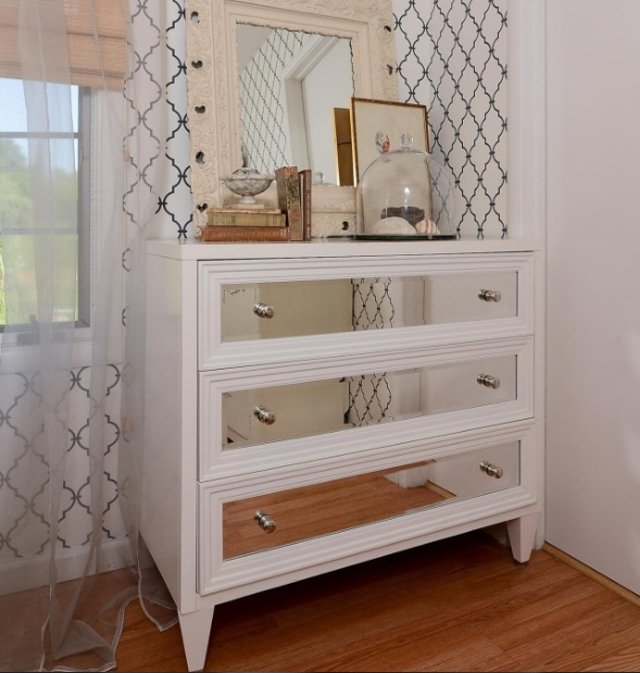 Dresser Ideas for Small Bedroom to Maximize the Size You've Got .