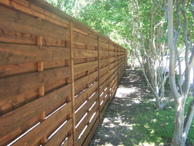 4 Fabulous Wood Fence Design Trends | 972-245-06