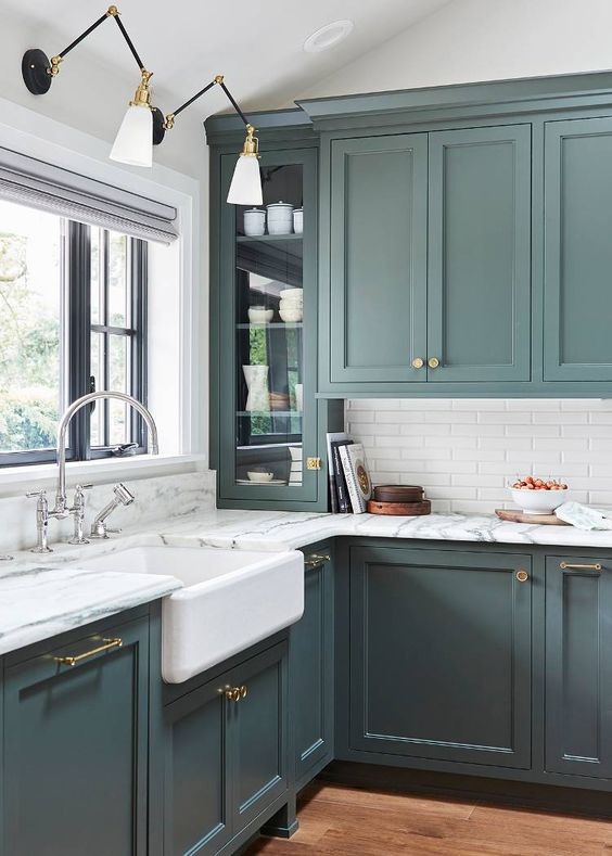 How to Style a White Worktop for a Traditional Kitchen | Solid .