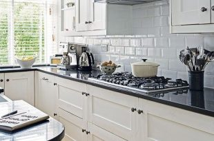 Light and entertaining kitchen | Kitchen black counter, Kitchen .