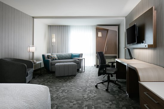 Large King Sofa Guest Room - Picture of Courtyard by Marriott .