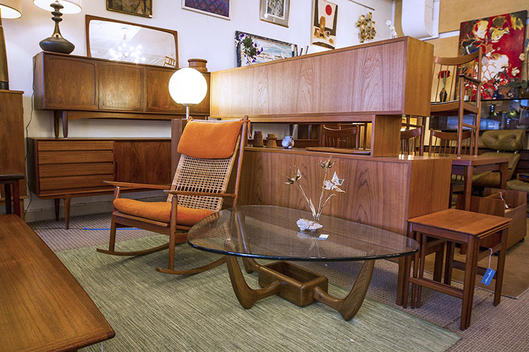 Know Before You Go: Shopping For Mid-Century Modern Furniture in .