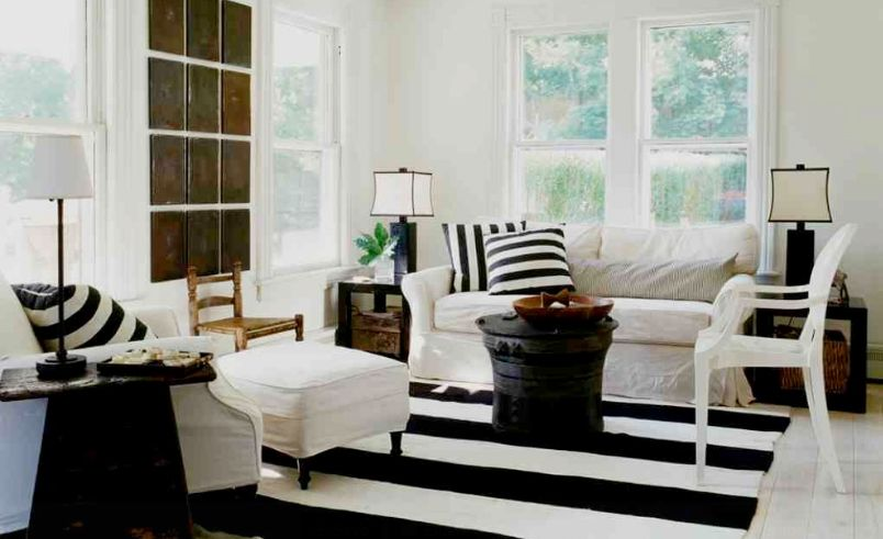 How To Enhance A Décor With A Black And White Striped R