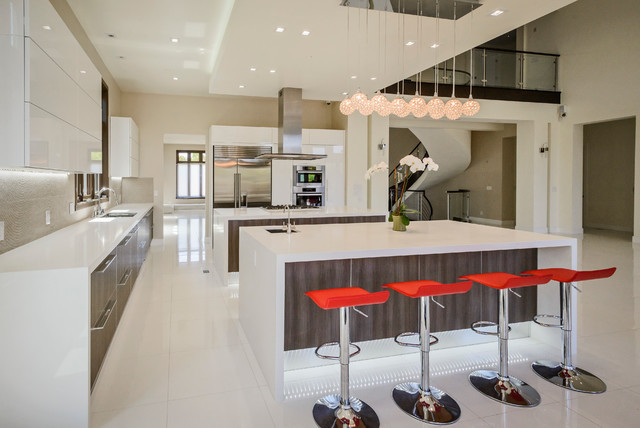 Two islands with prep sink and breakfast bar - Contemporary .