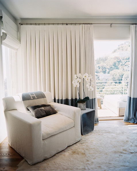 Modern White Living Room With Curtains - Home and Interi