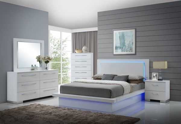 New Classic Furniture Sapphire 2pc Bedroom Set with Queen Bed in .