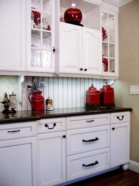 Pin by Faith Fisher on Decorating with Red | White farmhouse .