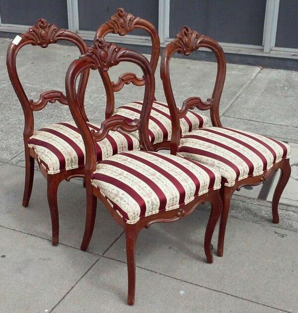 19042 4 Vintage Victorian Style Dining Chairs usado en venta en .