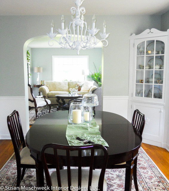 Traditional Dining Room with White Chandelier and Dark Table .