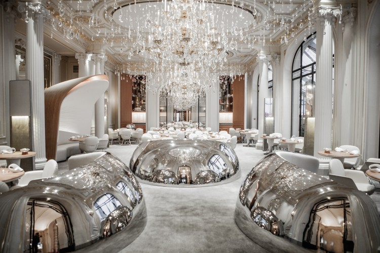 10 Beautiful Chandeliers for a Hotel Desi