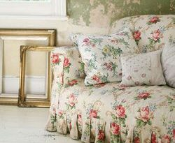 I love this old English #slipcovered #chintz #sofa | Floral sofa .