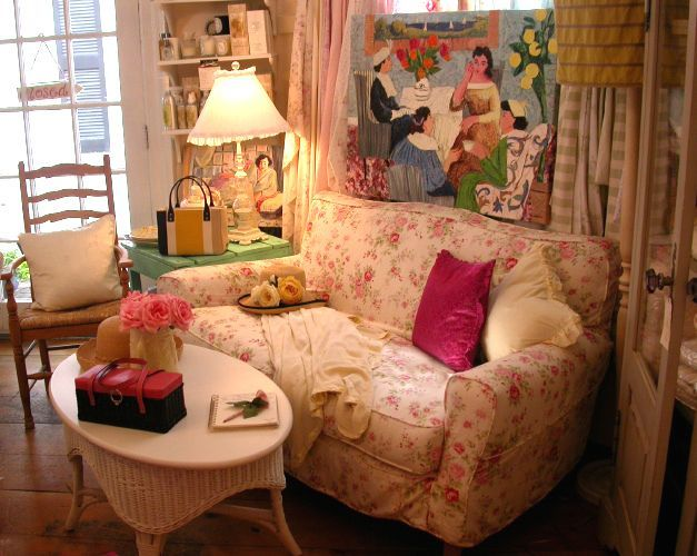 Country Cottage Sofas And Chairs in 2020 | Country cottage .
