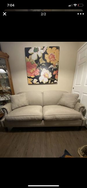 New and Used Couch for Sale in Gilbert, AZ - Offer