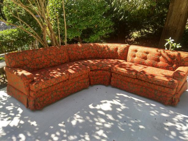 Mid Century Sectional Sofa Outside Nanaimo, Nanaimo - MOBI