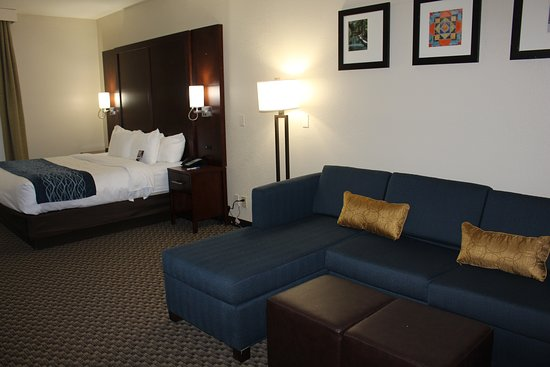 Suite - King Bed with Sectional Sofa Bed - Picture of Comfort Inn .