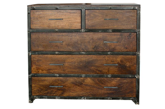 Foto del mueble de estilo industrial Tilman con 5 cajones de .